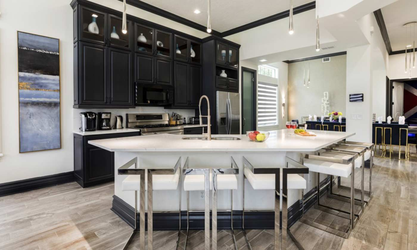 Jeeves Florida Rentals - Beautiful luxury black and white kitchen